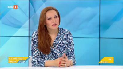 Козарева: Електронният начин за подаване на заявления осигурява 50% по-ниска такса