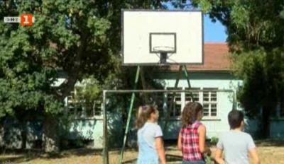 Искаме игрище - тийнейджъри с петиция до кмета на село Първомайци