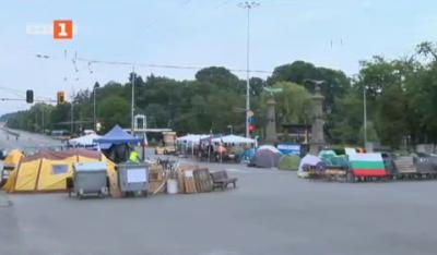40-ят ден на протестите на Орлов мост започва спокойно