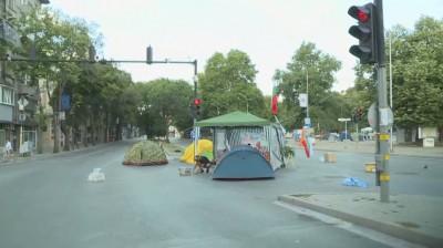 Палатковият лагер на протестиращите във Варна блокира и тази сутрин центъра на града