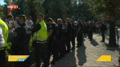 Полицейски кордон пред сградата на Народното събрание
