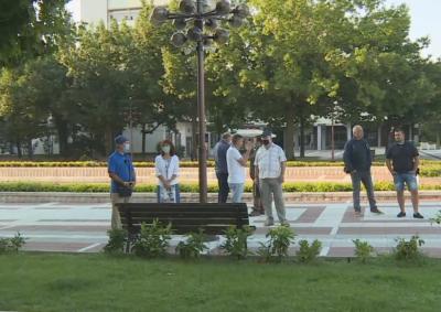 След скандал в Благоевград: Знамена и тонколони няма да се съхраняват в общината