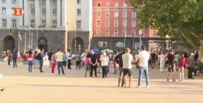 Увеличава се броят на протестиращите пред Президенството