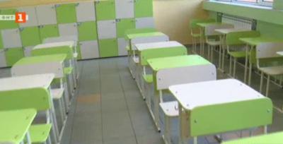 Готови ли са класните стаи за завръщането на учениците?