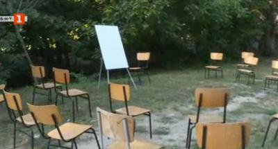 Изградени са четири класни стаи на открито във варненското училище Найден Геров