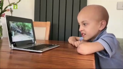Робот помага на самотни и болни деца