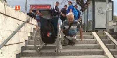 Кой трябва да ремонтира платформите за хора с увреждания в подлезите на Варна