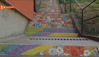 Художничката, която крие с цвят сивотата на градските пространства