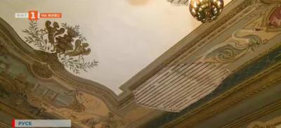 Паметник на културата с ценни стенописи в Русе се руши