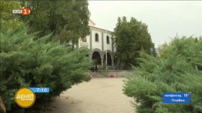 Църковният двор в Дупница - свърталище на наркомани и бездомници