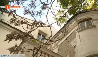 Опасна сграда в центъра на Варна - какво ще направи онбластната управа?