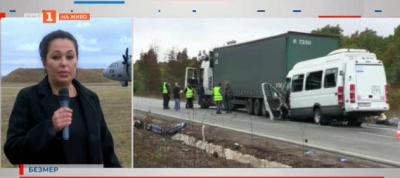 Тежката катастрофа между пътнически автобус и ТИР до граничен пункт Лесово