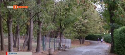 Пореден ограден частен имот в морската градина във Варна