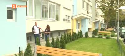 Най-красивата градинка пред блок във Варна