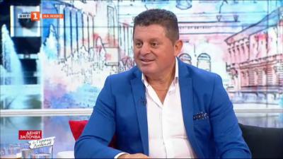 С любов към фолклорната музика - народният певец Николай Славеев