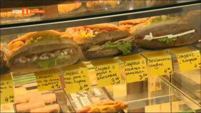 Каквое съдържанието на пакетираните сандвичи, които се продават около училищата?