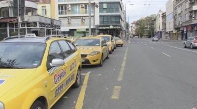 Таксиметровите шофьори в Бургас искат нулева година за патентния данък заради COVID кризата