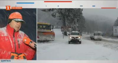 Мъгла и сняг на прохода Шипка, водачите да карат с повишено внимание