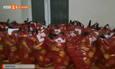 Доброволци от БЧК във Варна се грижат за възрастни хора в домовете им