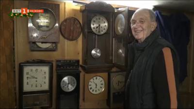 Един от последните часовникари в Кюстендил с колекция от 1000 часовника