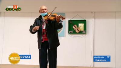 Лютиер изработва и подарява цигулки
