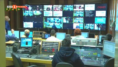 Репортери и екипът на предаването пожелава Честита Нова година! на зрителите