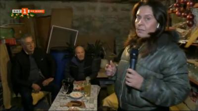 Традиции по български: червено вино, люти чушки и сланина