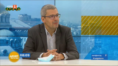 Проф. Гетов: Ваксината на Модерна има съществени разлики в условията на съхранение и брой дози