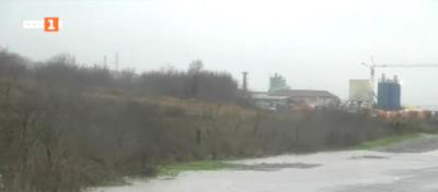 Валежите в Бургаско се усилват, залят е пътят Созопол-Равадиново