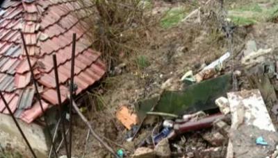 Свлачище затрупа къща в Смолян, 11 души са пострадали