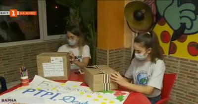 Доброволци от организация Делфините във Варна помагат на деца аутисти