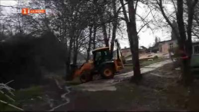 Защо багер събори част от оранжерията в ботаническата градина във Варна