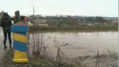В Петърч река Блато излезе от коритото си