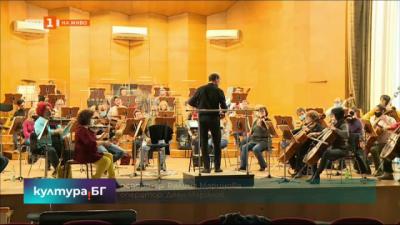 Маестро Емил Табаков дирижира първия за годината симфоничен концерт в Русе