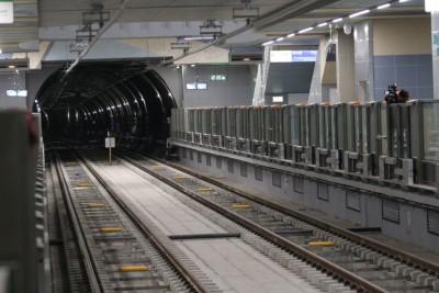 Каква е причината за спирането на метрото по третата линия. Кога ще бъде отстранен проблемът?