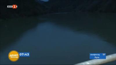Изчистиха плаващото сметище на река Искър