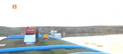 Нивото на водата в наводненото село Димчево е спаднало от вчера с 1 - 1,5 метра