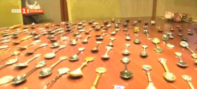 Пътешественик колекционира лъжички за кафе