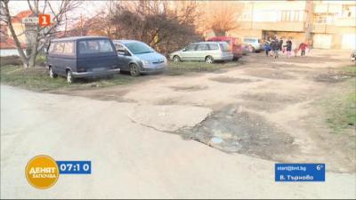 Жители на блок в Русе искат нормален достъп до домовете си