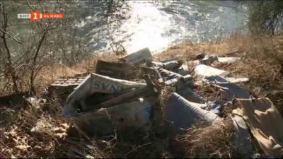Сметище по река Струма