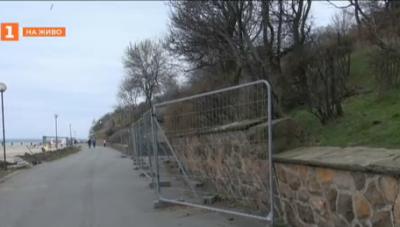 Укрепват подпорната стена в Морската градина в Бургас