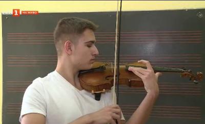 Да свириш на цигулка, докосвана от Георг Хених