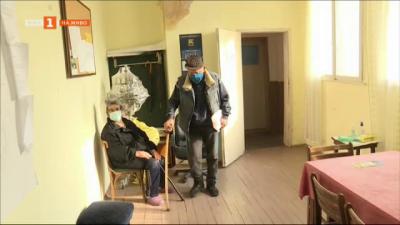 Мобилни екипи ваксинират в отдалечените населени места в Благоевградско