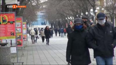 По-строги мерки от днес в Бургас - маските са задължителни на открито, въвежда се вечерен час за непълнолетните