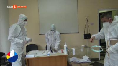 Как гласуваха в COVID отделението в Александровска болница