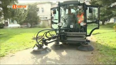 Почистват и дезинфекцират площади в Русе с нова техника