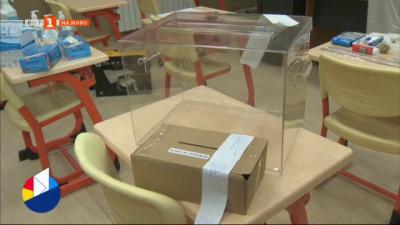 Карантинираните гласуват в подвижна урна