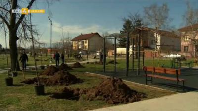 Залесяват парк Славовци в Нови Искър