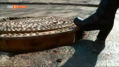 Кола пострада от временна шахта на ремонтирана улица в Пловдив