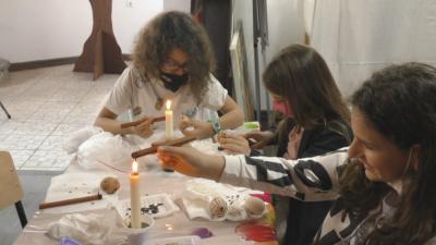 Деца от Търговище изучават техника за изписване на великденски яйца